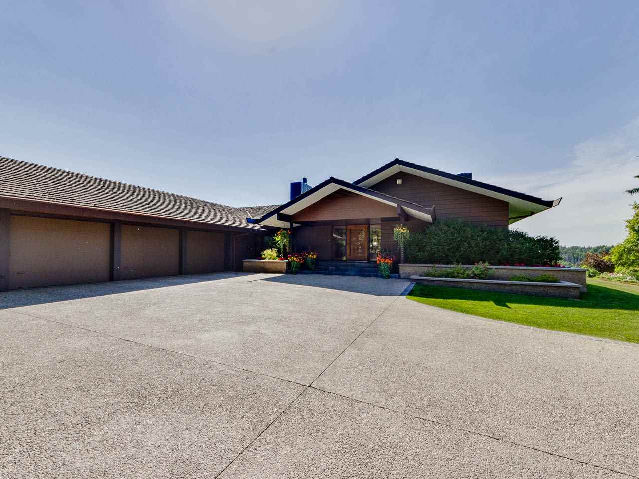 5 WHITEMUD Place, 3 bed, 4.2 bath, at $5,995,000