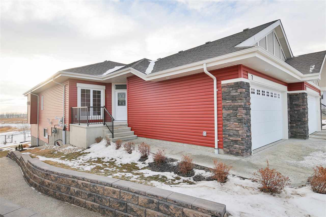 7 8 Lynx Close SE, 2 bed, 2.1 bath, at $599,900