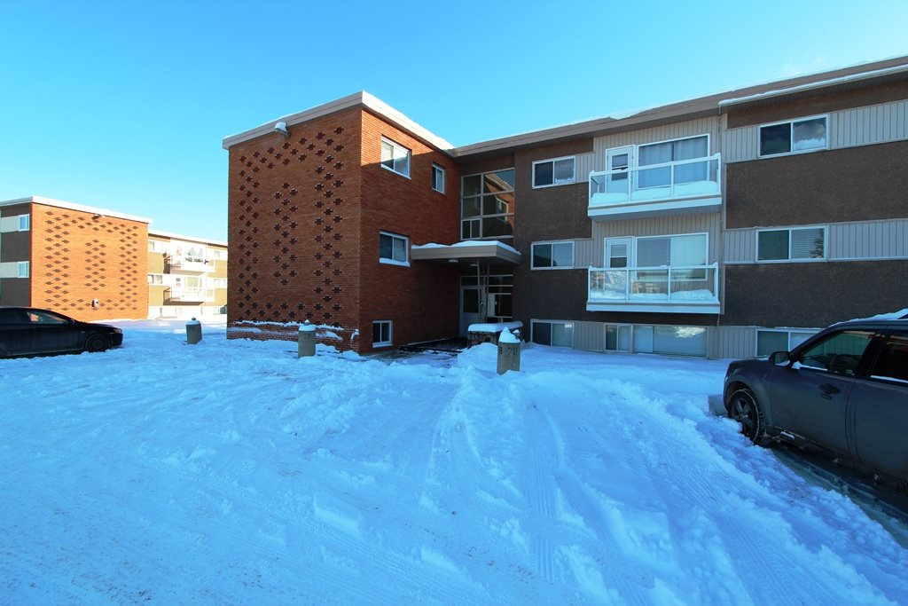 4 6205 98 Avenue NW, 1 bed, 1 bath, at $72,000