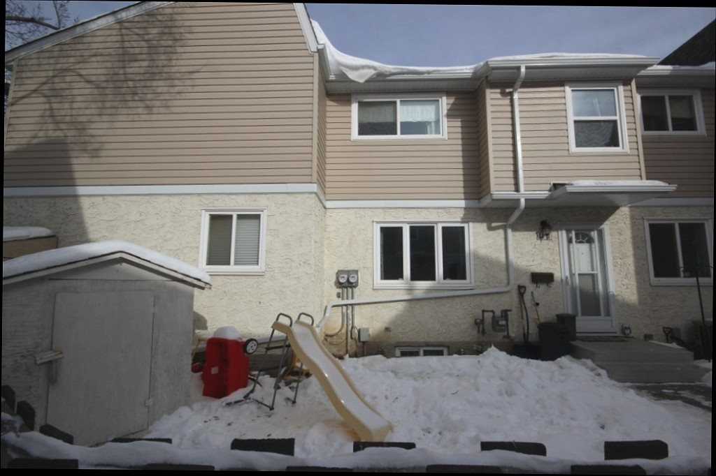 11D CLAREVIEW Village, 3 bed, 1.1 bath, at $174,900