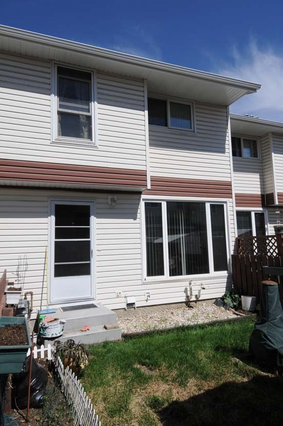 420 CLAREVIEW Road NW, 3 bed, 1.1 bath, at $176,500