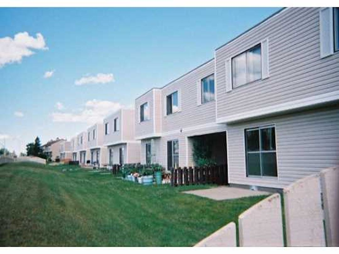 184 11421 34 Street, 2 bed, 1.1 bath, at $119,900