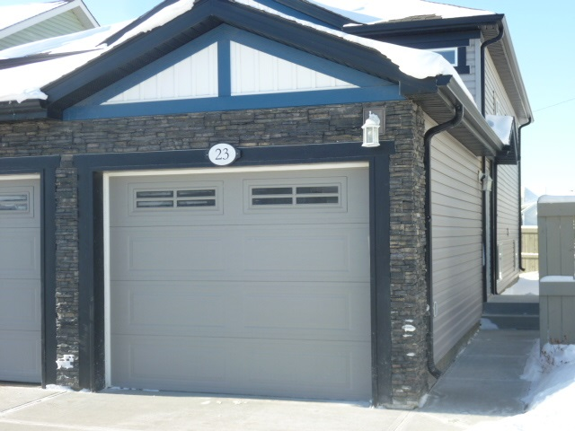23 6520 2 Avenue SW, 2 bed, 1 bath, at $199,900