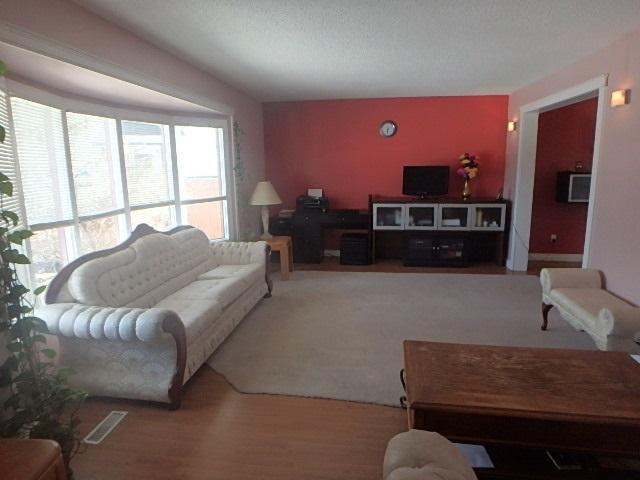 6720 29 Avenue NW, 4 bed, 3.1 bath, at $349,986