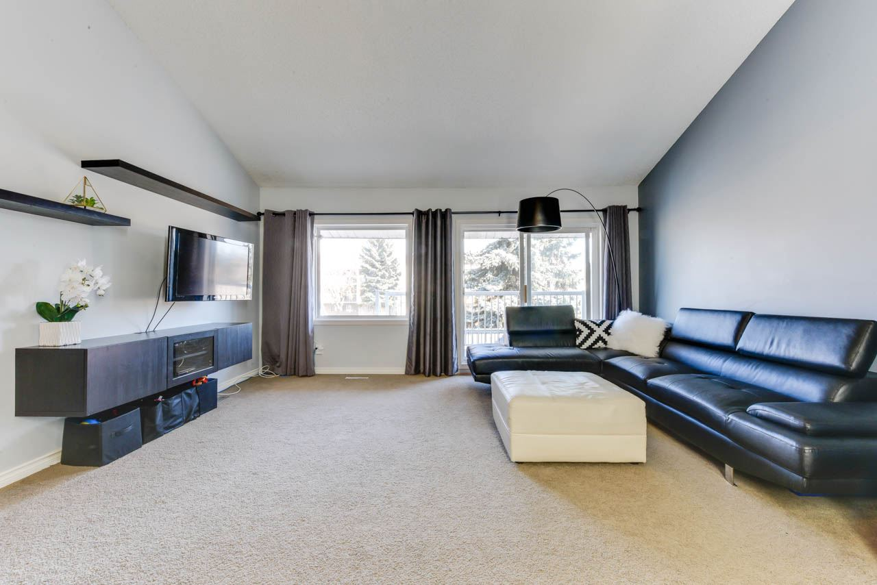 65 6220 172 Street, 2 bed, 1 bath, at $179,000