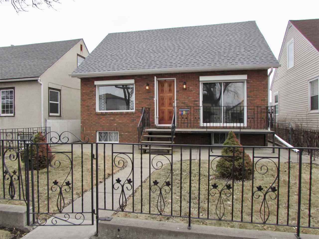 11627 87 Street NW, 3 bed, 2 bath, at $299,900
