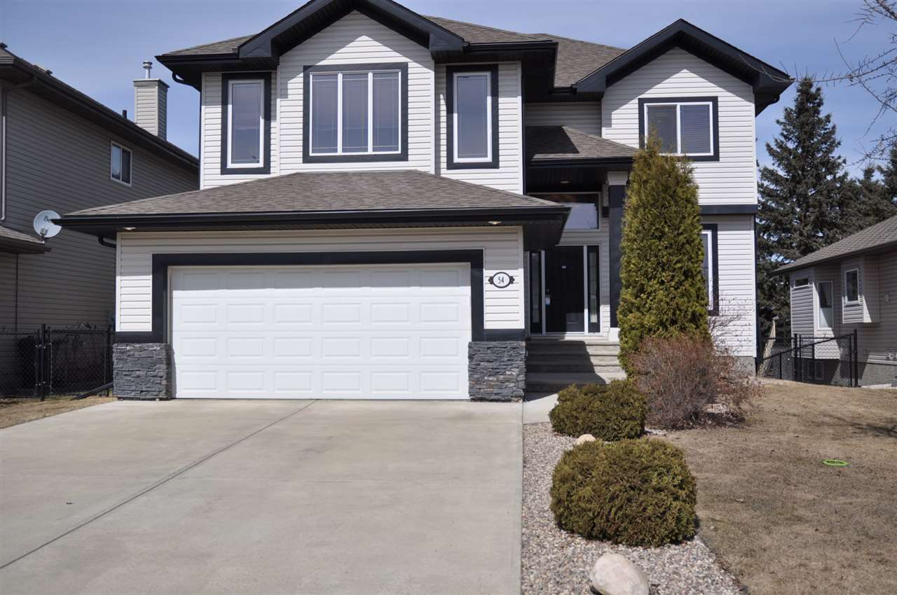 54 LINKSVIEW DR, 3 bed, 2.2 bath, at $590,000