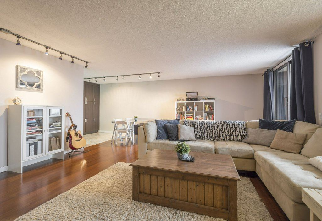 802 10125 109 Street NW, 1 bed, 1 bath, at $210,000