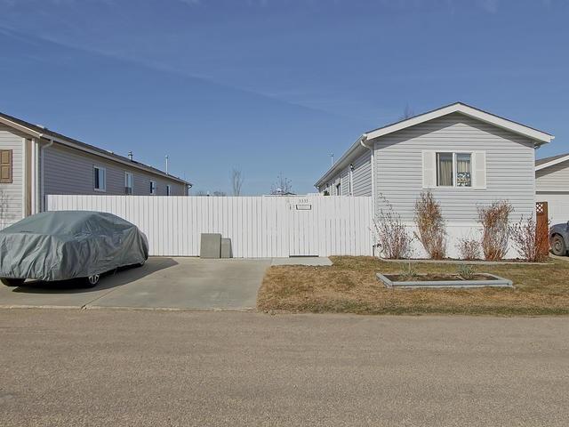 3333 10770 winterburn Road, 3 bed, 2 bath, at $115,000