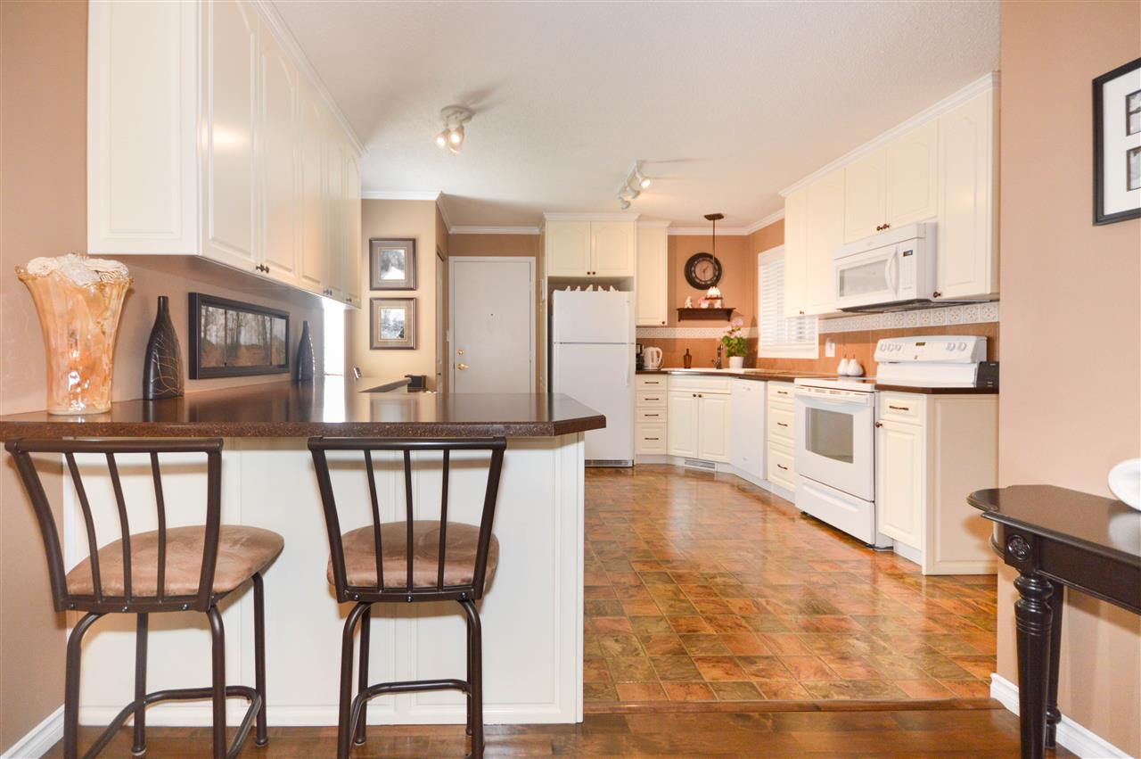 165 KNOTTWOOD Road N, 3 bed, 3 bath, at $298,800