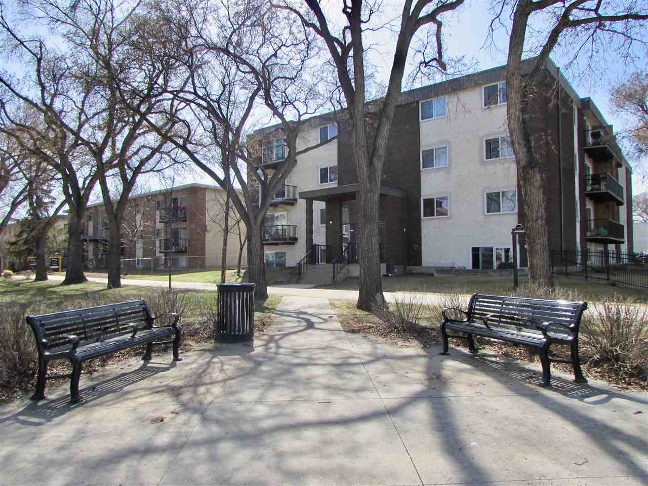 104 10740 105 Street NW, 1 bed, 1 bath, at $119,900