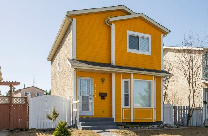 10857 21 Avenue NW, 3 bed, 1.1 bath, at $374,900