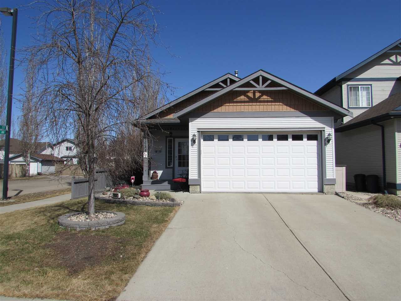 9034 165 Avenue NW, 4 bed, 2.1 bath, at $447,827