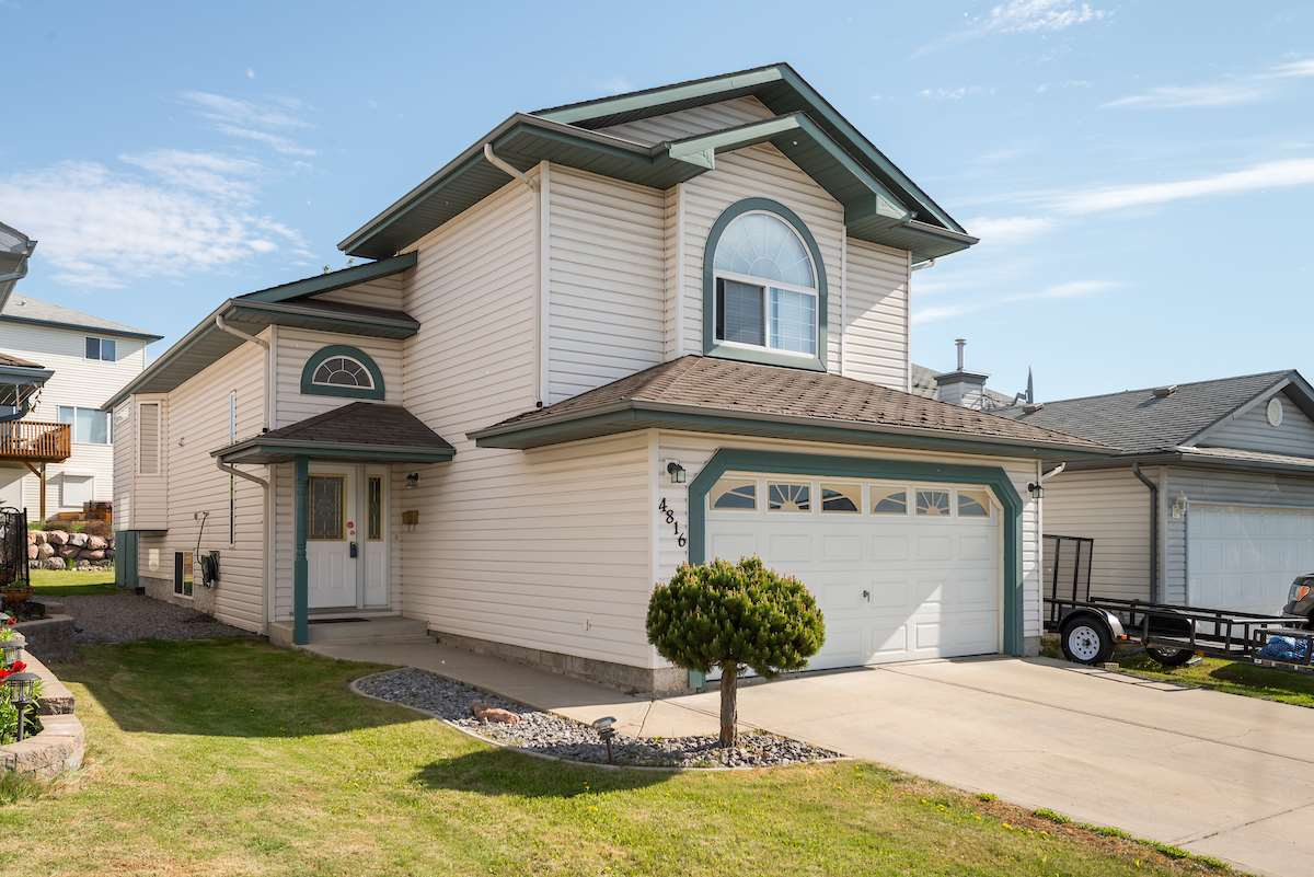 4816 148 Avenue NW, 3 bed, 2 bath, at $370,000
