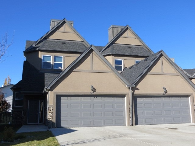 38 1720 GARNETT Point(e), 3 bed, 2.1 bath, at $259,900