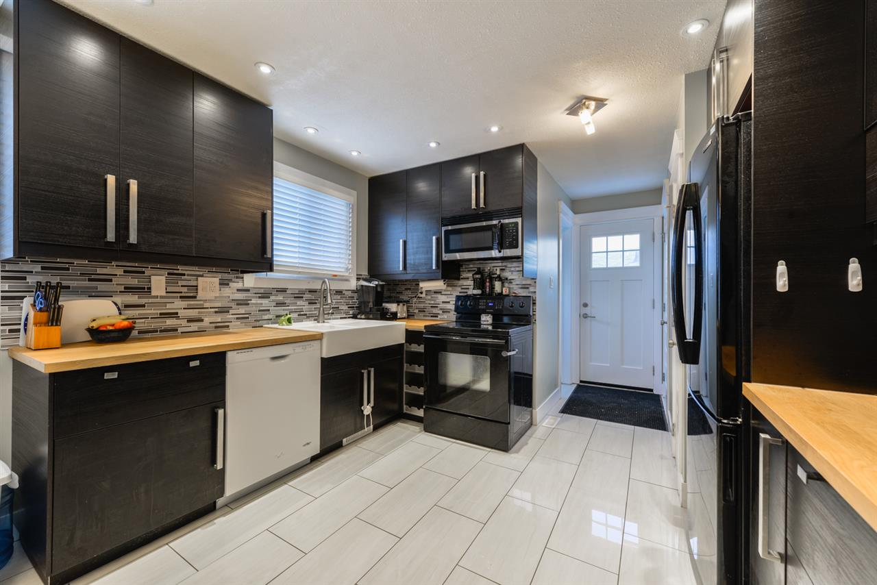 5904 132 Avenue, 3 bed, 1.1 bath, at $299,400