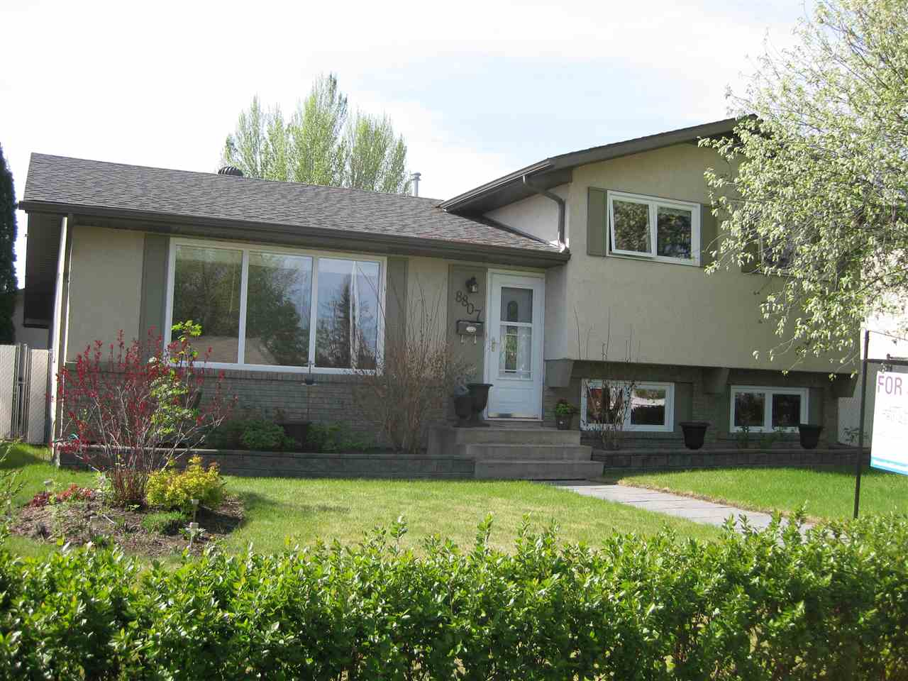8807 22 Avenue NW, 3 bed, 2.1 bath, at $399,700