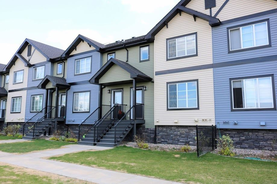 8 4950 TERWILLEGAR Common NW, 3 bed, 2.1 bath, at $278,899