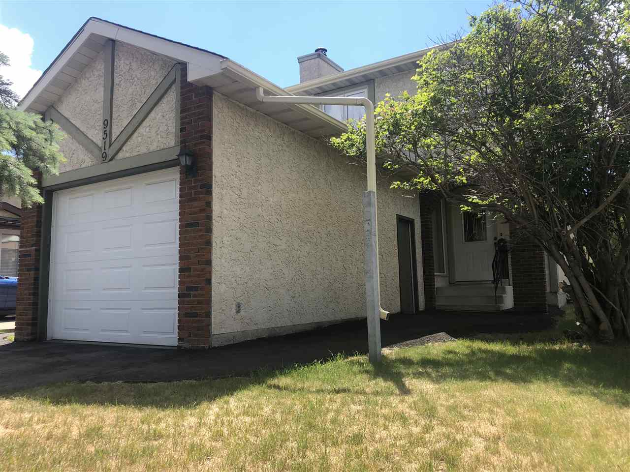 9519 173 Avenue NW, 3 bed, 1.1 bath, at $329,900