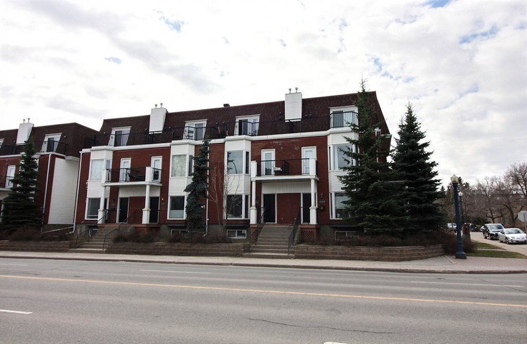 9221 98 Avenue NW, 2 bed, 1.2 bath, at $455,000
