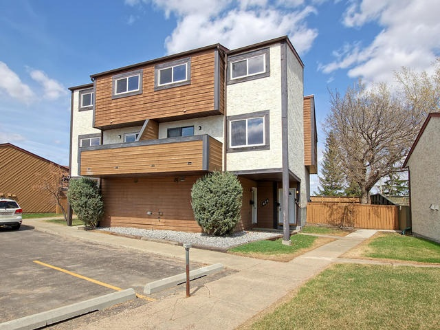 420 WILLOW Court, 2 bed, 1 bath, at $184,900