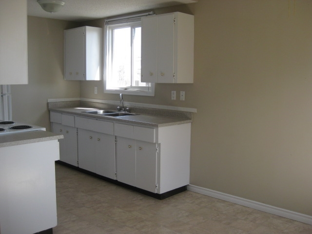 8C CLAREVIEW Village, 3 bed, 1.1 bath, at $139,900
