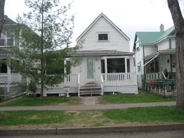 11432 94 Street, 4 bed, 2 bath, at $240,000