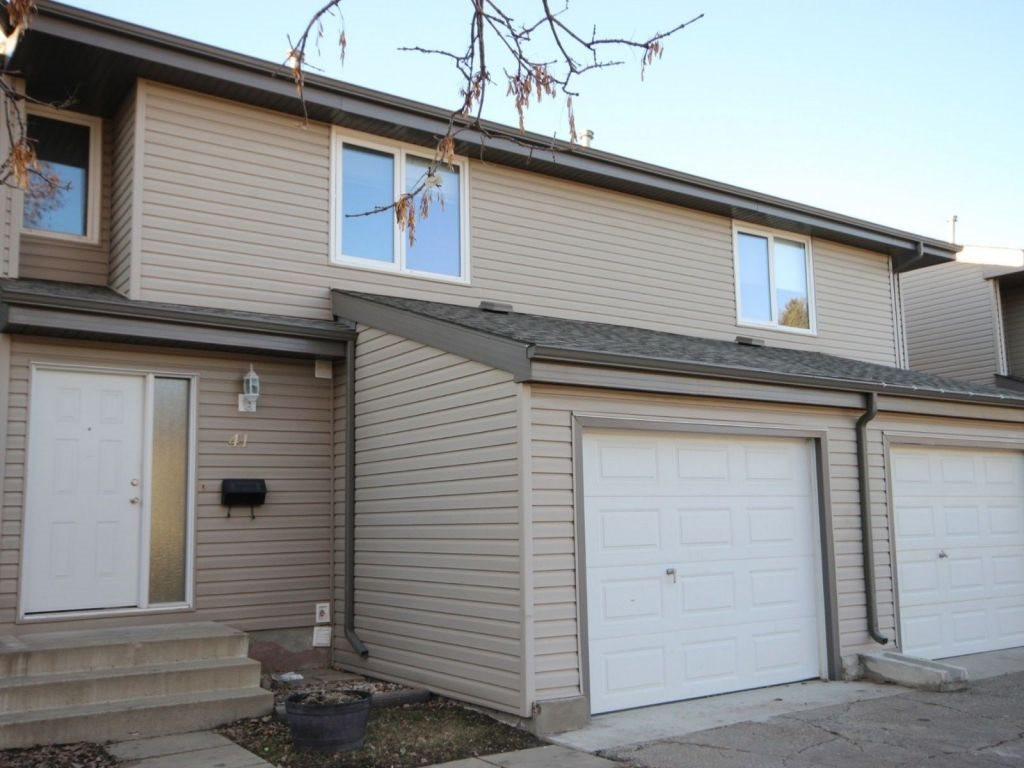 41 Akinsdale Gardens, 3 bed, 1.1 bath, at $178,000