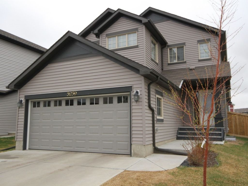 5259 18 Avenue, 3 bed, 2.1 bath, at $474,000