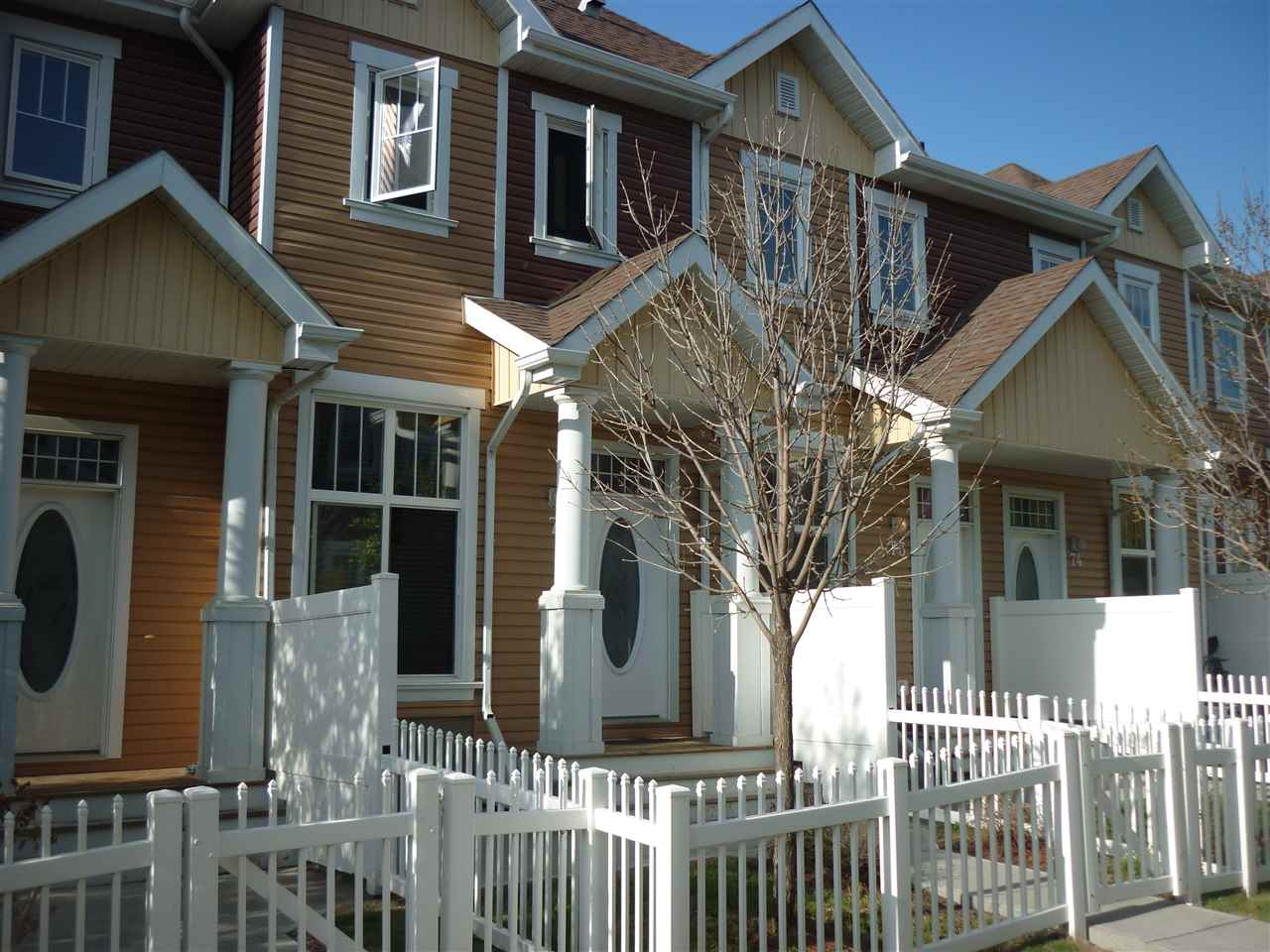 72 1623 TOWNE CENTRE Boulevard, 2 bed, 2.1 bath, at $249,900