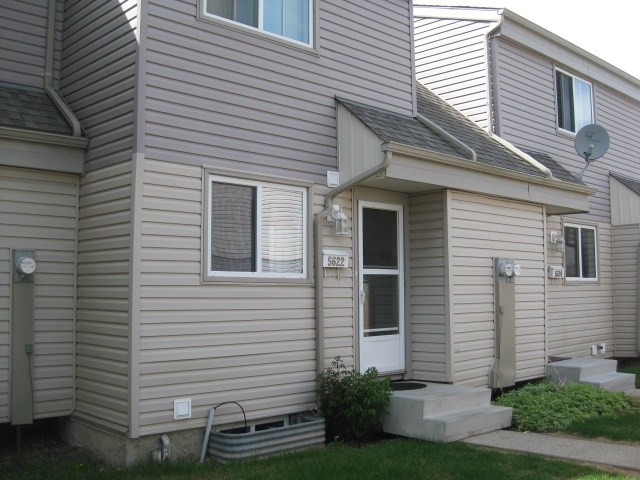 5622 148 Street, 2 bed, 1 bath, at $169,900