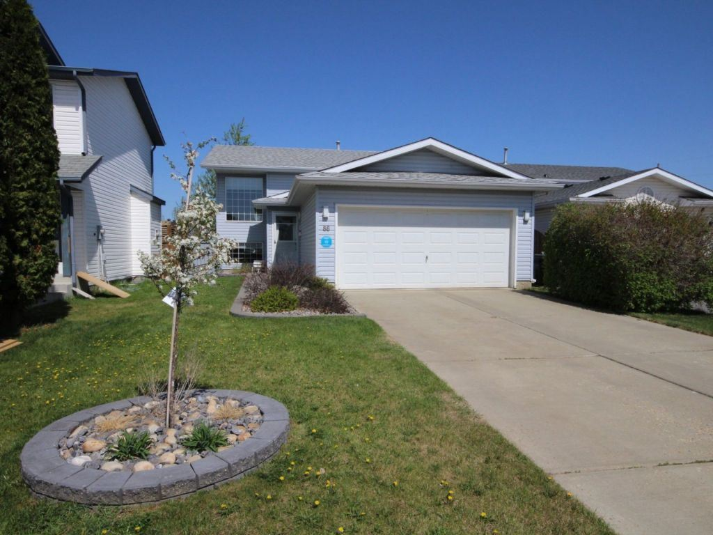 86 La Costa Fairway Close, 4 bed, 2 bath, at $349,900