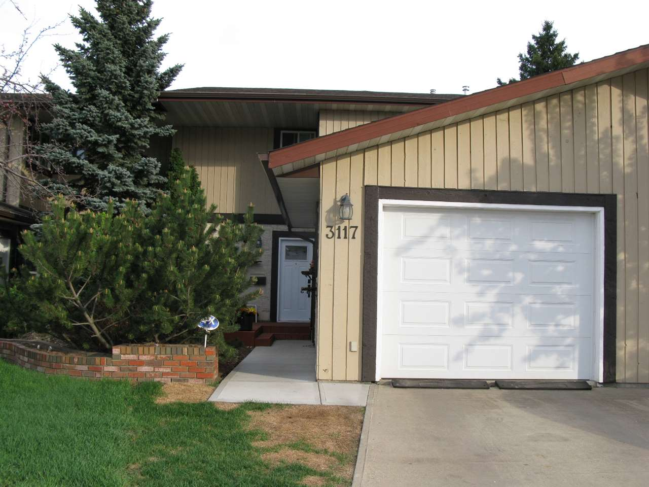 3117 130 Avenue, 3 bed, 1.2 bath, at $242,900