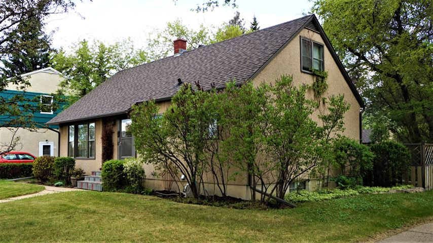8204 98 Avenue NW, 3 bed, 1.1 bath, at $440,000