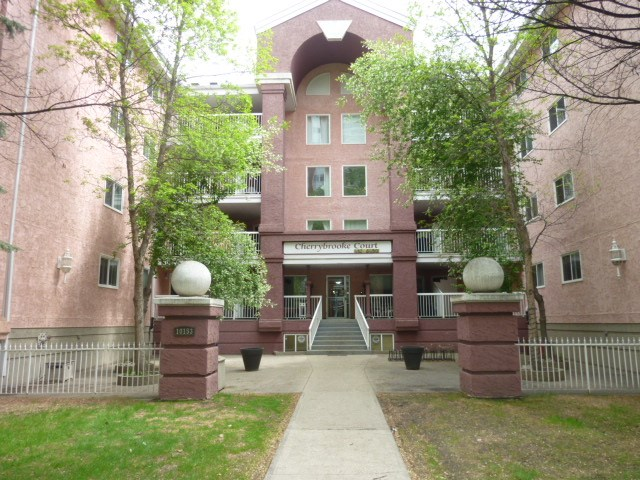 102 10153 117 Street NW, 1 bed, 1 bath, at $193,000