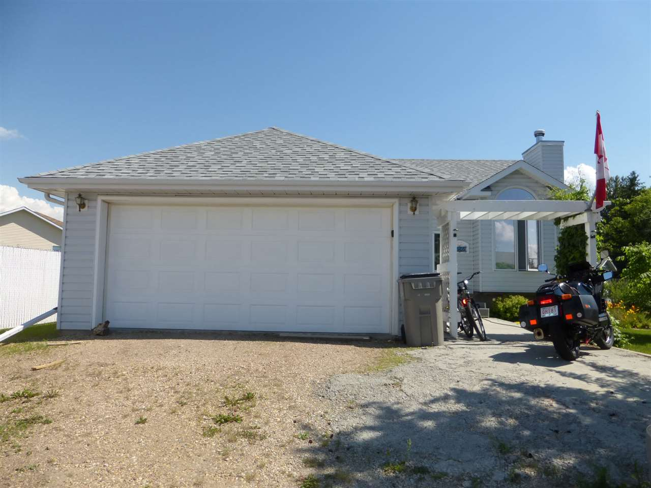 4505 49 Avenue, 3 bed, 1 bath, at $269,000
